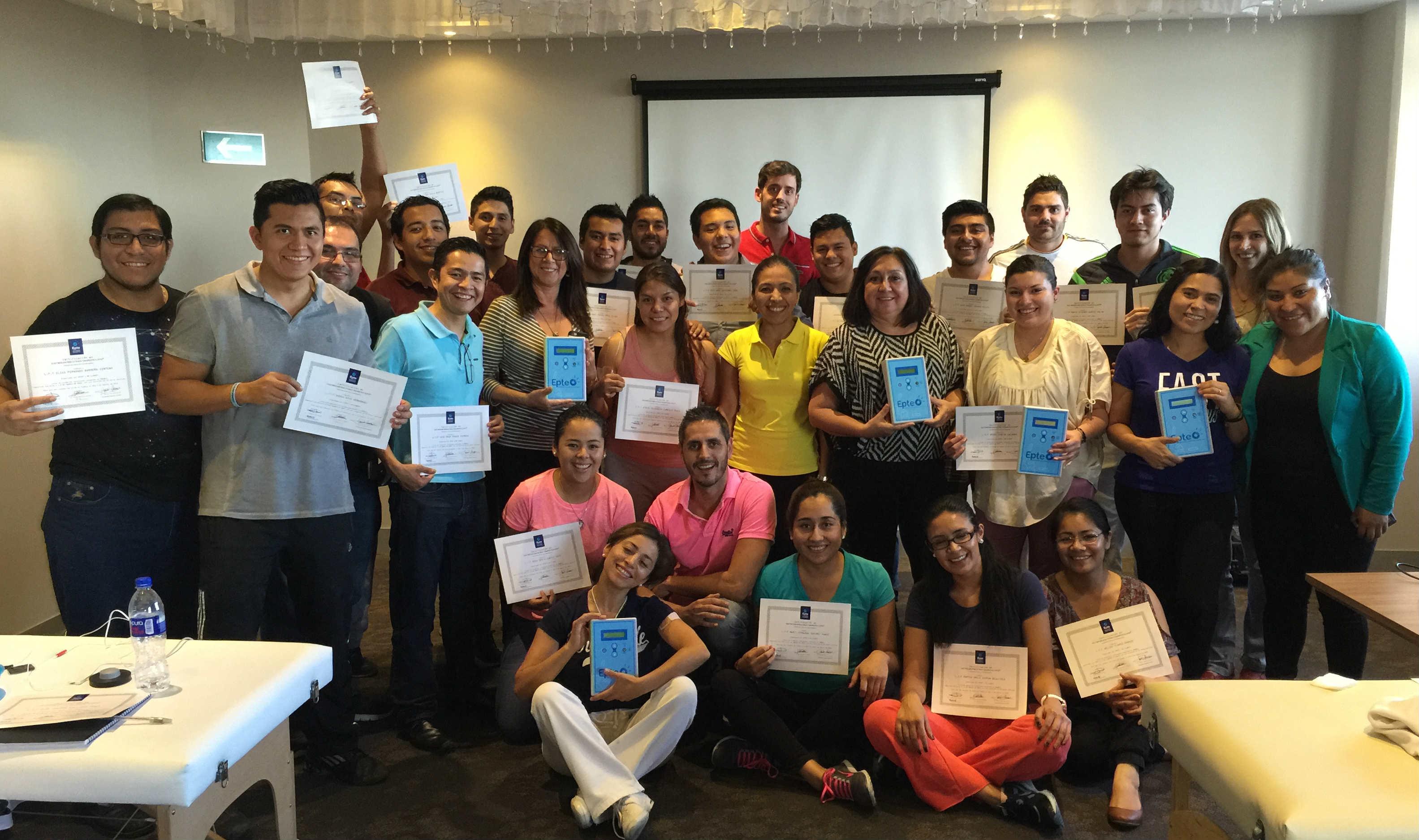 Primeros alumnos del curso de electrolisis percutanea terapeutica EPTE en Puebla, México