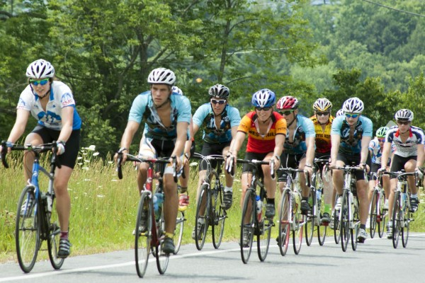 Ciclistas haciendo deporte, responden al perfil del deportista español